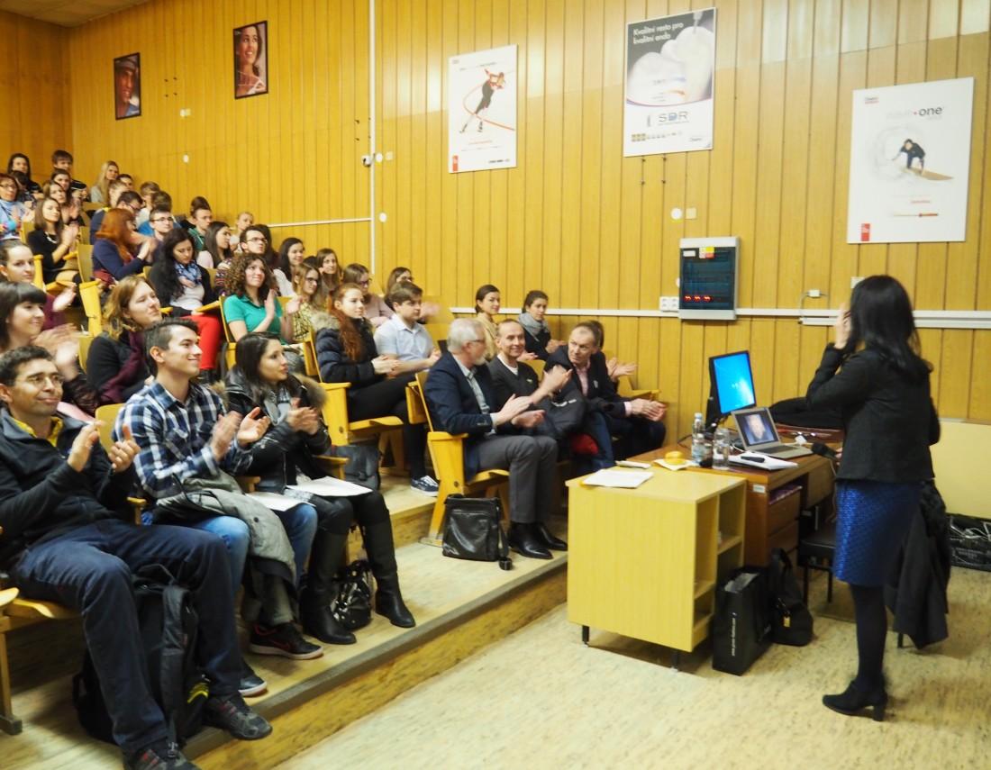 MUDr. Stodůlková přednáší o akupunktuře na UPOL